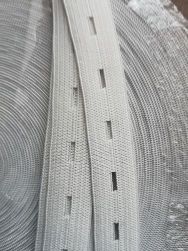 Prádlová guma - hladká s dierkami